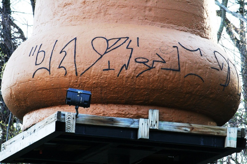 VISITED KECKSBURG! PICS OF REPLICA UFO, UFO STORE, CRASH SITE(METEOR ROAD) >>>> Kecksb12