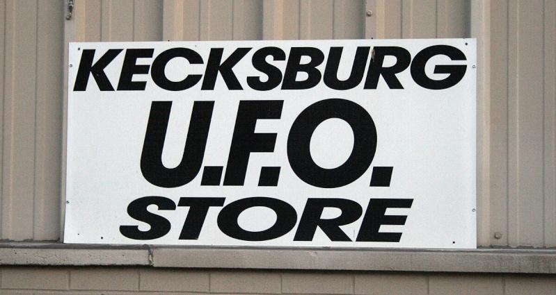VISITED KECKSBURG! PICS OF REPLICA UFO, UFO STORE, CRASH SITE(METEOR ROAD) >>>> Kecksb15