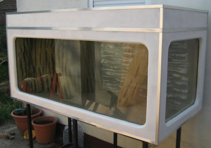 Habillage d'un aquarium en bois Img_0824