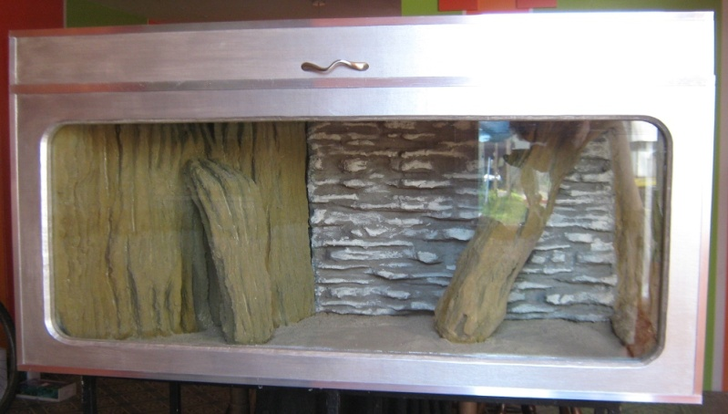 Habillage d'un aquarium en bois Img_0829