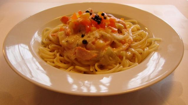 Truite saumonée sur pâtes, sauce Alfredo légère 418_sa10