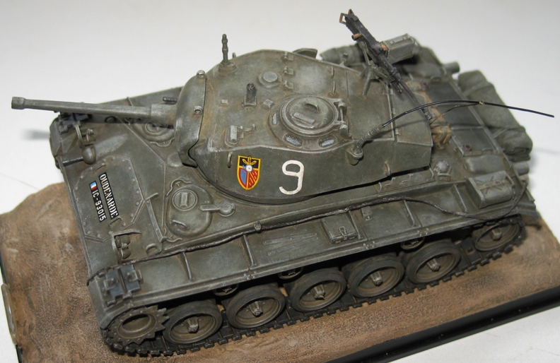 M24 Chaffee repatiné+décalques 36675910