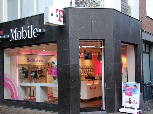 Il vole un téléphone dans une boutique et y oublie le sien Il-vol10