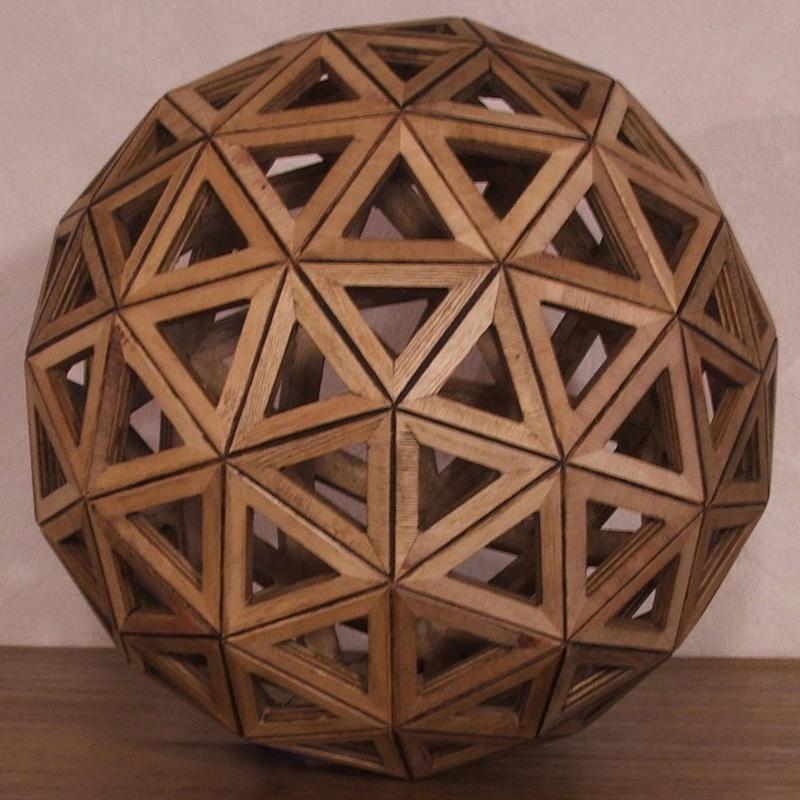 Construire des polyèdres en bois donc d'une certaine épaisseur 22581810