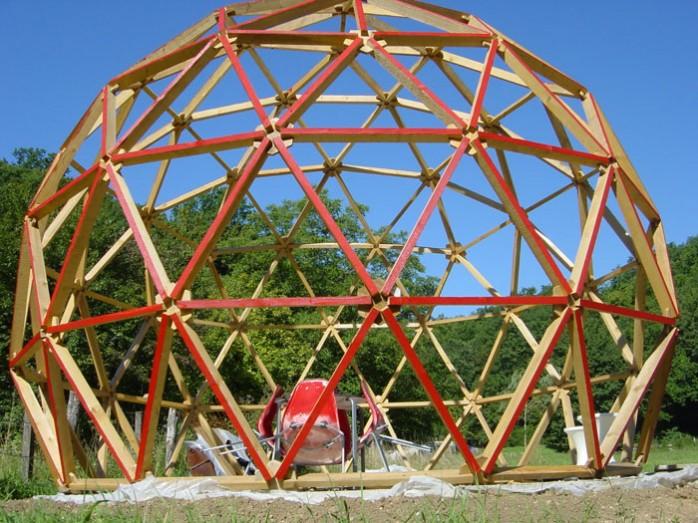 Construire des polyèdres en bois donc d'une certaine épaisseur Dome-g10