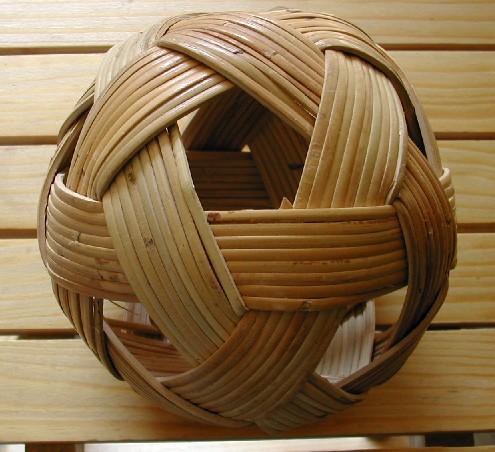Construire des polyèdres en bois donc d'une certaine épaisseur Dscn0010