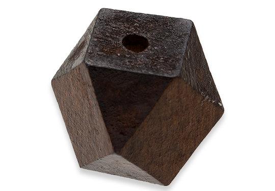 Construire des polyèdres en bois donc d'une certaine épaisseur Il_57010