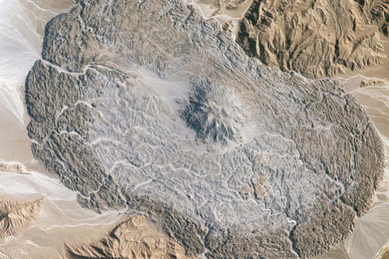 Glaciers de sel dans les montagnes Zagros d'Iran sortis du sol comme de la pâte dentifrice Iss05210