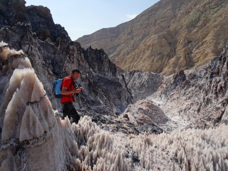 Glaciers de sel dans les montagnes Zagros d'Iran sortis du sol comme de la pâte dentifrice Ob_70510
