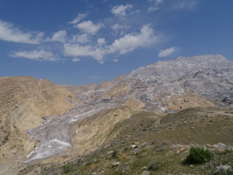 Glaciers de sel dans les montagnes Zagros d'Iran sortis du sol comme de la pâte dentifrice Ob_7c510