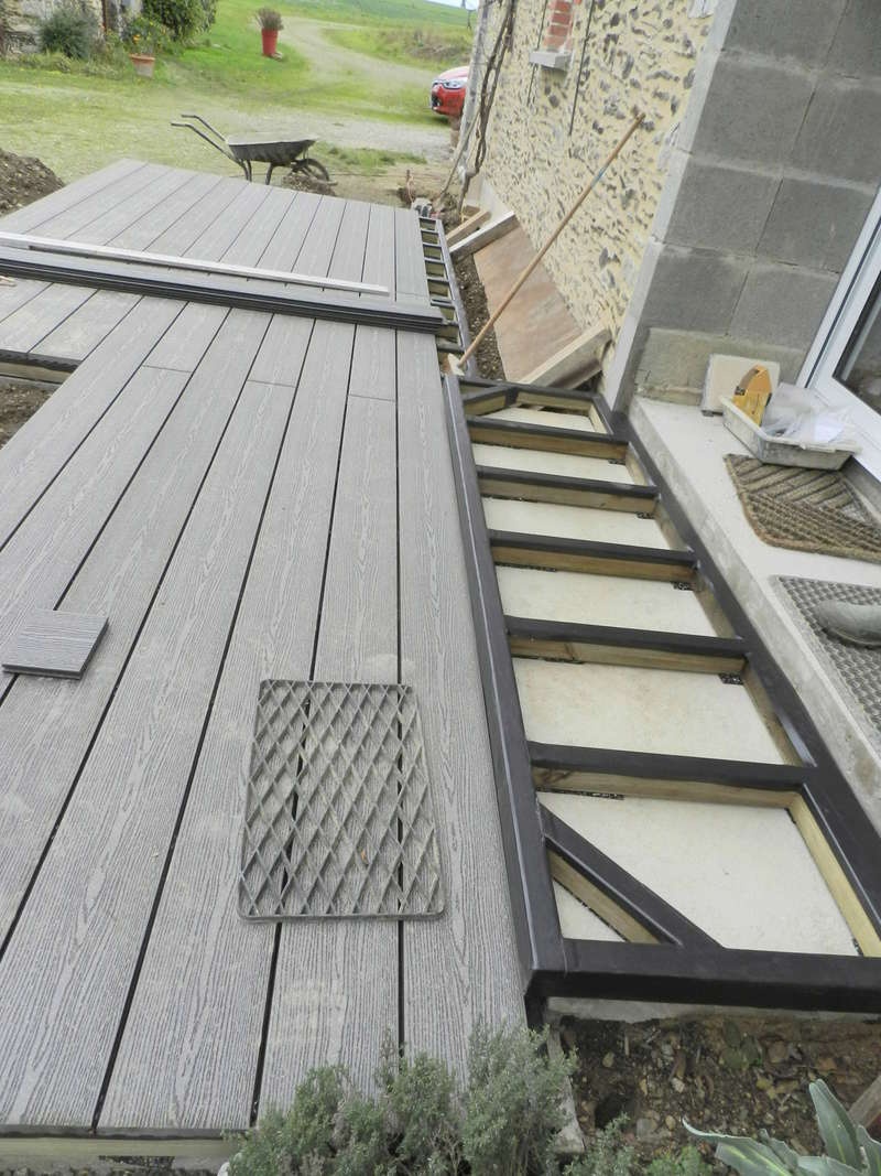 La nouvelle baie vitrée nous impose de créer une terrasse (en bois composite) Vauvyr35