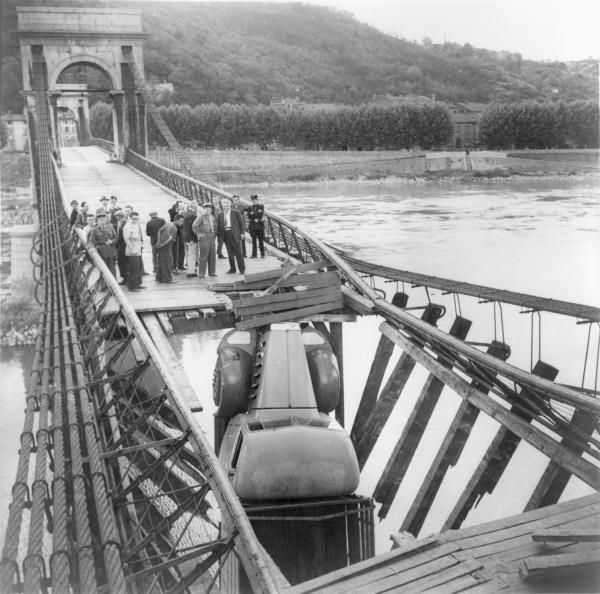Enquête sur l'accident du pont suspendu de Châsse sur Rhône à Givors Web_so10