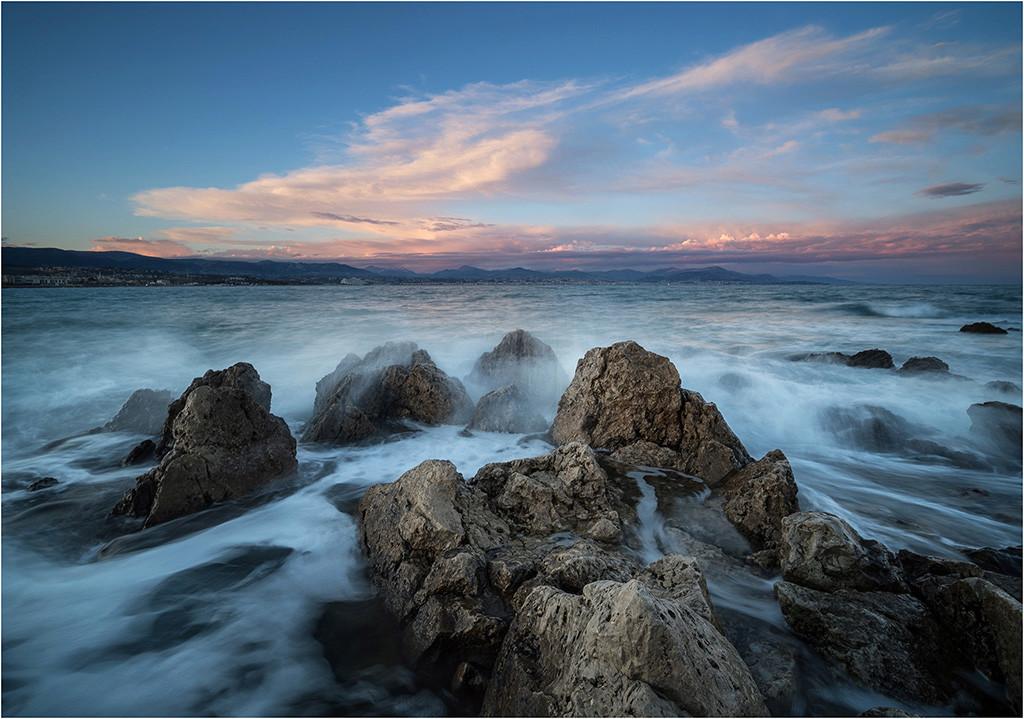 Baie des Anges depuis Antibes  P3190010