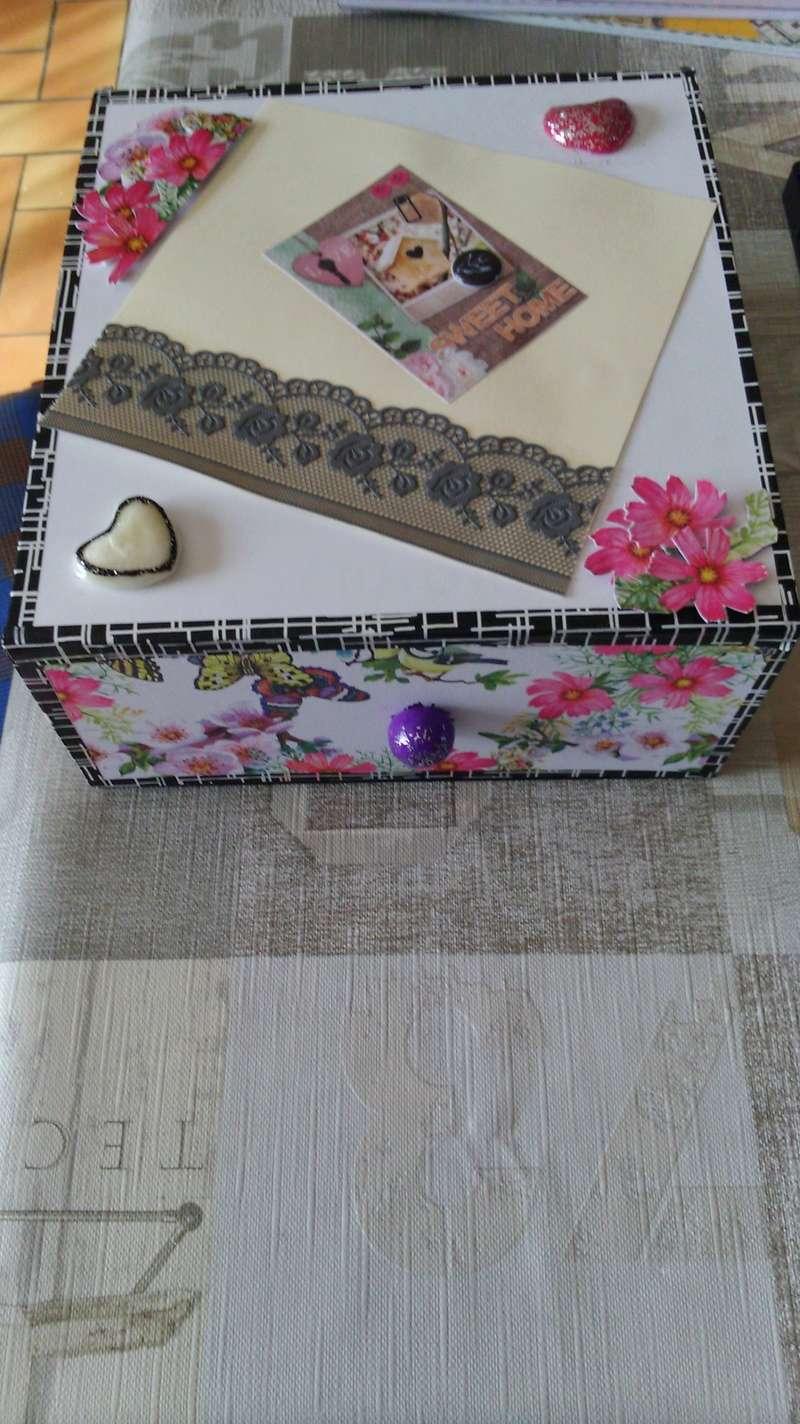 une boîte recouverte Dsc_0431