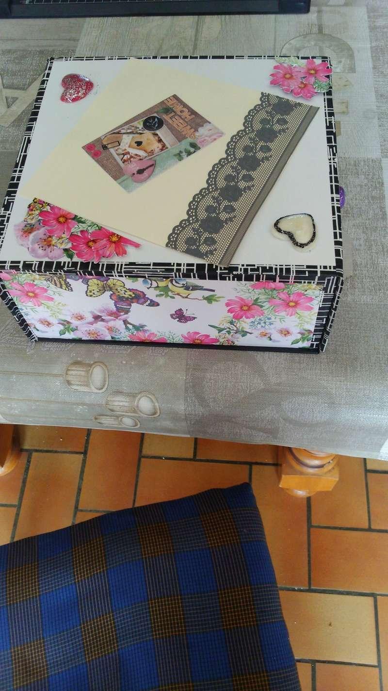 une boîte recouverte Dsc_0432