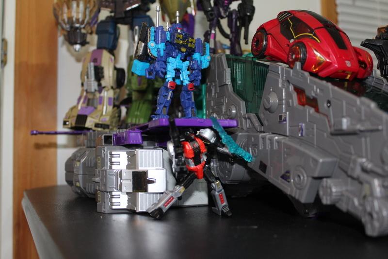 Guerres Transformers! Montrez-moi vos batailles et guerres épiques en photo ici. - Page 7 Img_1211