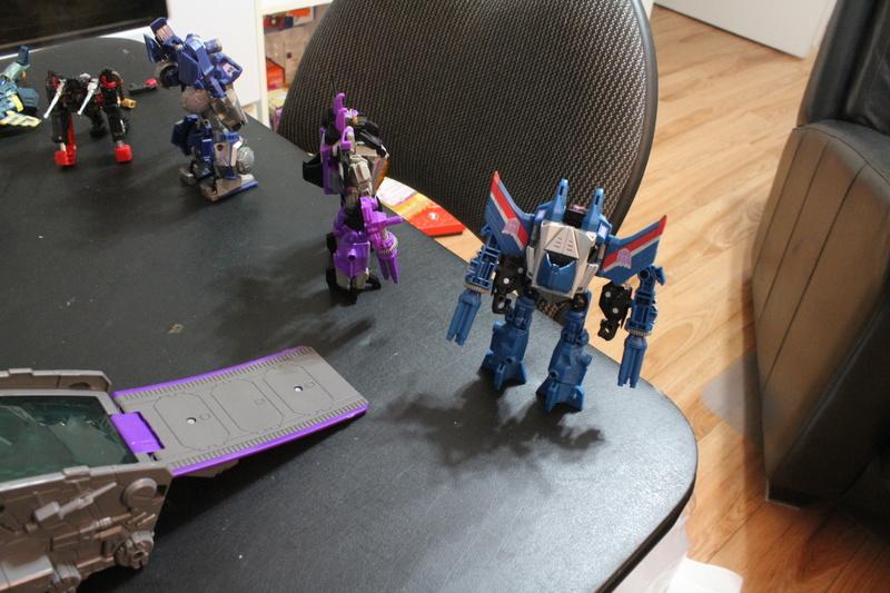 Guerres Transformers! Montrez-moi vos batailles et guerres épiques en photo ici. - Page 7 Img_1212