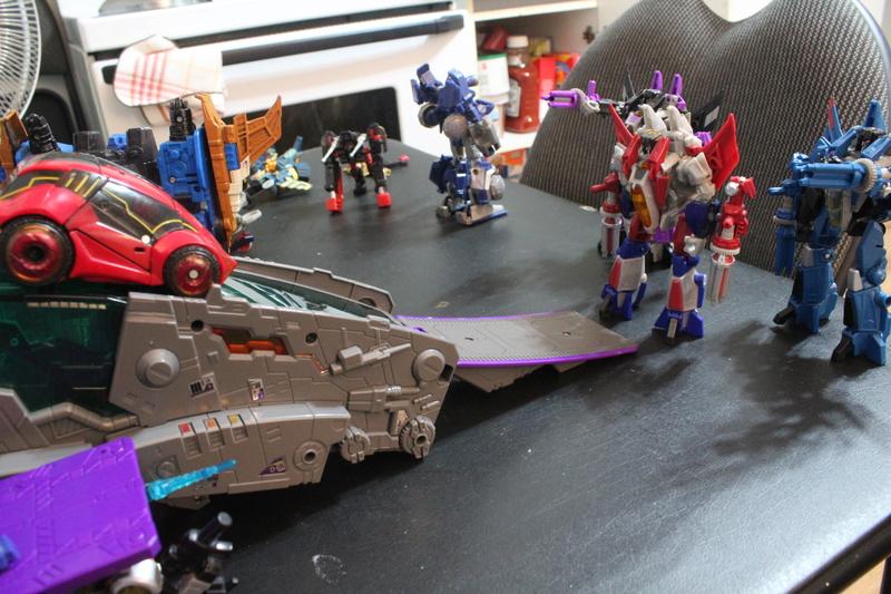 Guerres Transformers! Montrez-moi vos batailles et guerres épiques en photo ici. - Page 7 Img_1213
