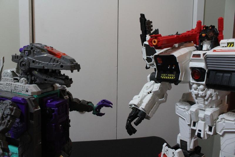 Guerres Transformers! Montrez-moi vos batailles et guerres épiques en photo ici. - Page 7 Img_5916