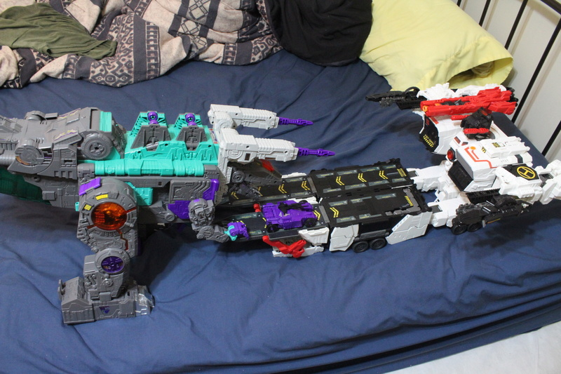 Guerres Transformers! Montrez-moi vos batailles et guerres épiques en photo ici. - Page 7 Img_5917