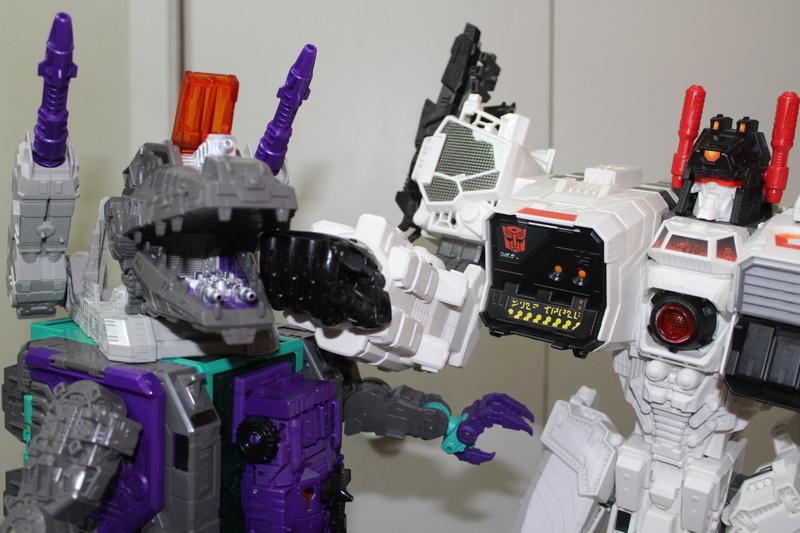 Guerres Transformers! Montrez-moi vos batailles et guerres épiques en photo ici. - Page 7 Img_6015