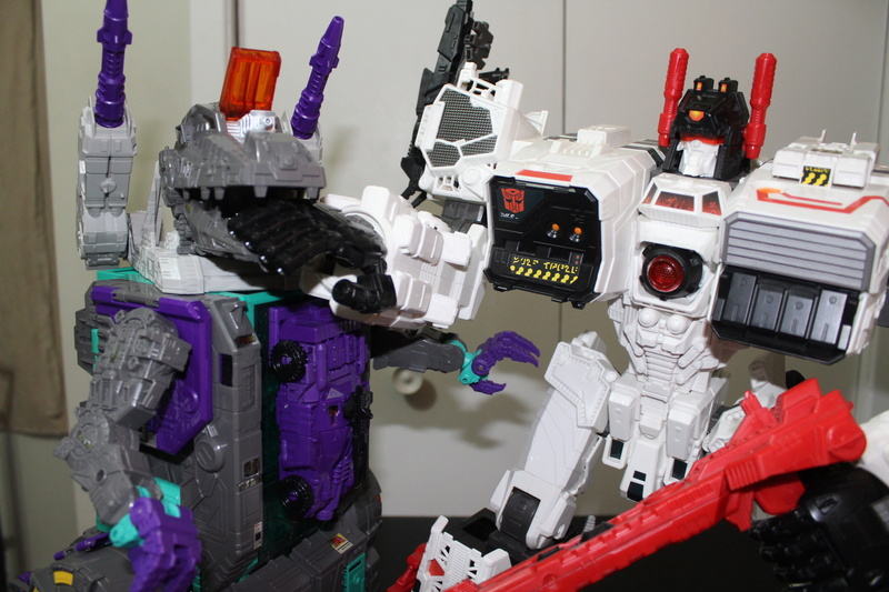 Guerres Transformers! Montrez-moi vos batailles et guerres épiques en photo ici. - Page 7 Img_6017