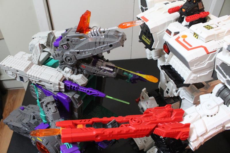 Guerres Transformers! Montrez-moi vos batailles et guerres épiques en photo ici. - Page 7 Img_6019