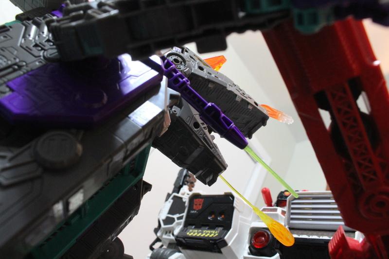 Guerres Transformers! Montrez-moi vos batailles et guerres épiques en photo ici. - Page 7 Img_6020
