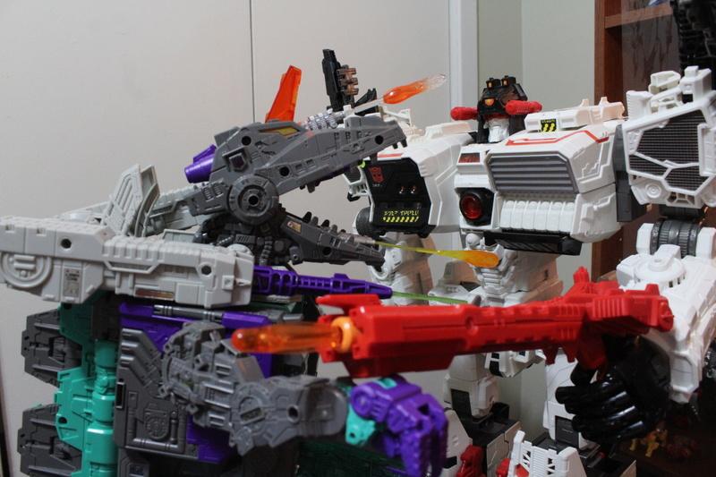 Guerres Transformers! Montrez-moi vos batailles et guerres épiques en photo ici. - Page 7 Img_6021
