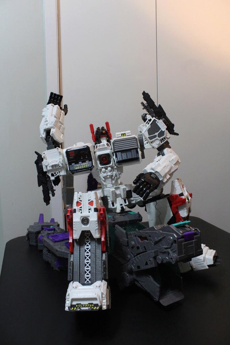 Guerres Transformers! Montrez-moi vos batailles et guerres épiques en photo ici. - Page 7 Img_6023
