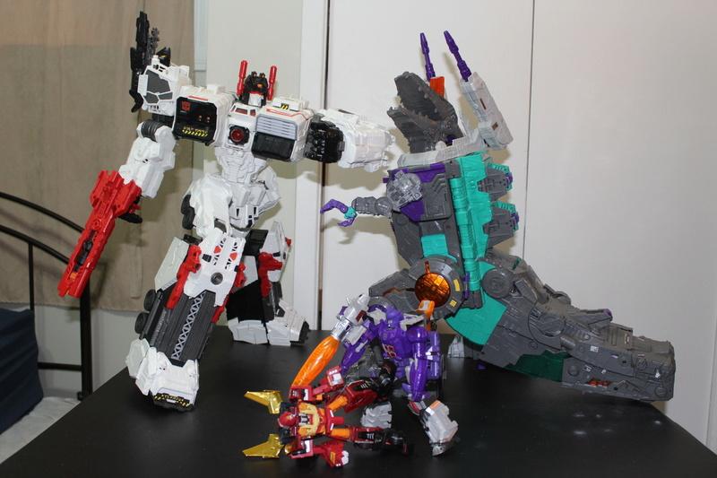 Guerres Transformers! Montrez-moi vos batailles et guerres épiques en photo ici. - Page 7 Img_6024