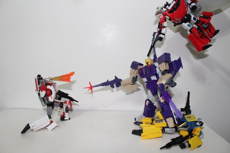 Guerres Transformers! Montrez-moi vos batailles et guerres épiques en photo ici. - Page 7 Img_9112