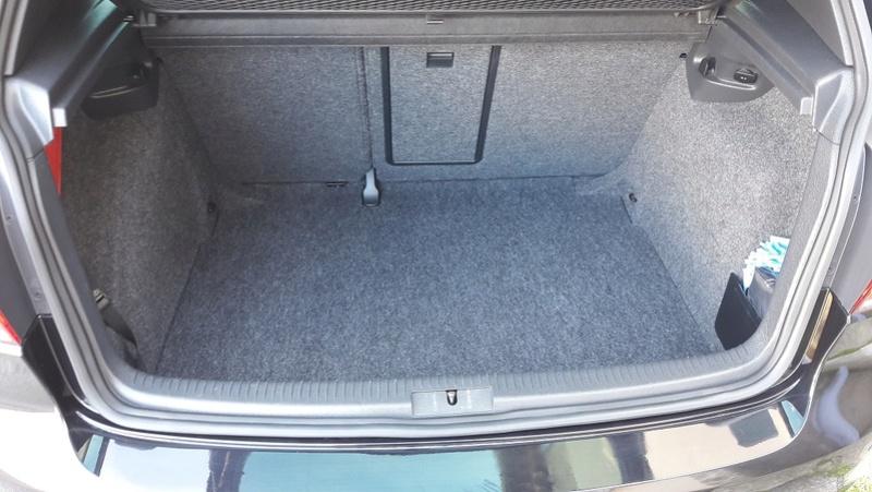 "Golf 6 GTD 5 portes deep black pearl bvm6 nov-2011 Vancouver 18"" Coffre10"