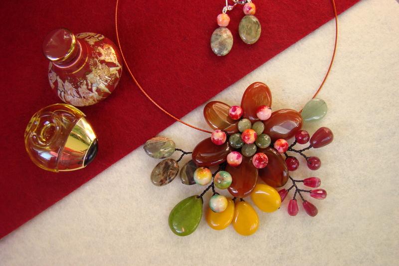 """""""Flori de piatră-Bijoux"""" albumul II-bijuterii artizanale marca Didina Sava - Pagina 11 Colier24"""