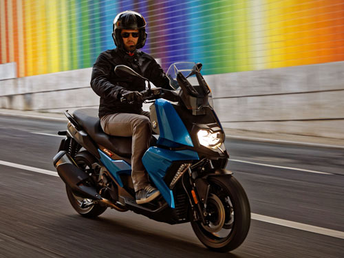 Un nouveau scoot BMW 400 Arton210