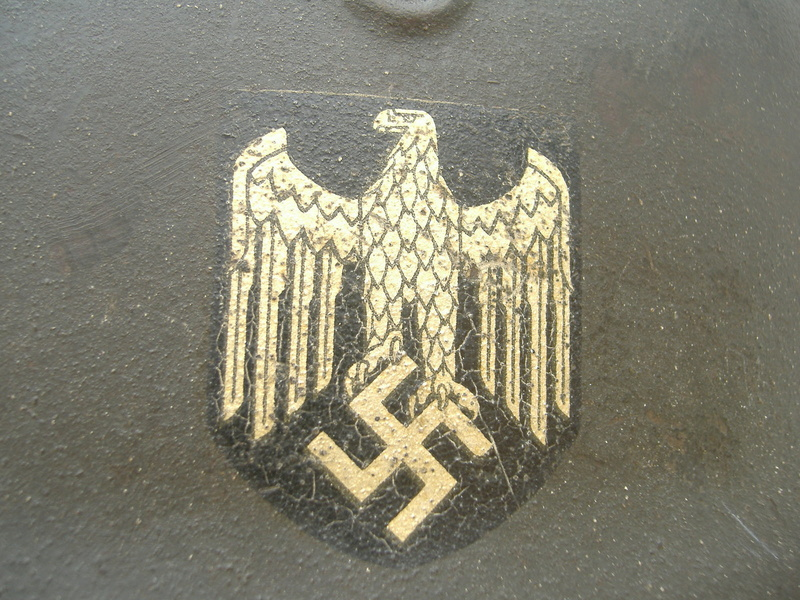 Casque Mod 42 un insigne Heer. Dscf4119