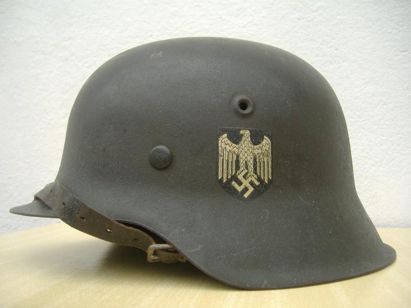 Casque Mod 42 un insigne Heer. Dscf4120