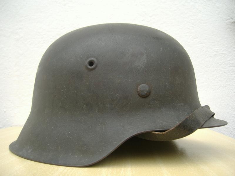Casque Mod 42 un insigne Heer. Dscf4225