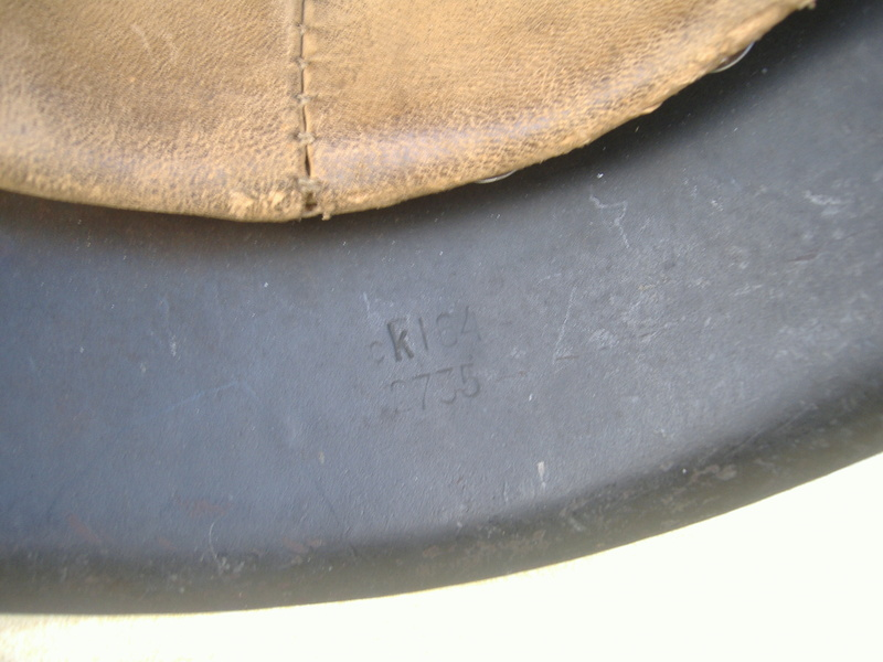Casque Mod 42 un insigne Heer. Dscf4228