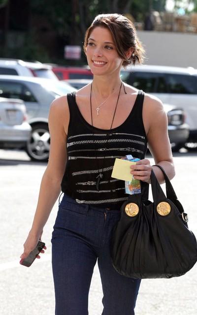 Célébrités portant les mêmes vêtements qu'Ashley 1701010