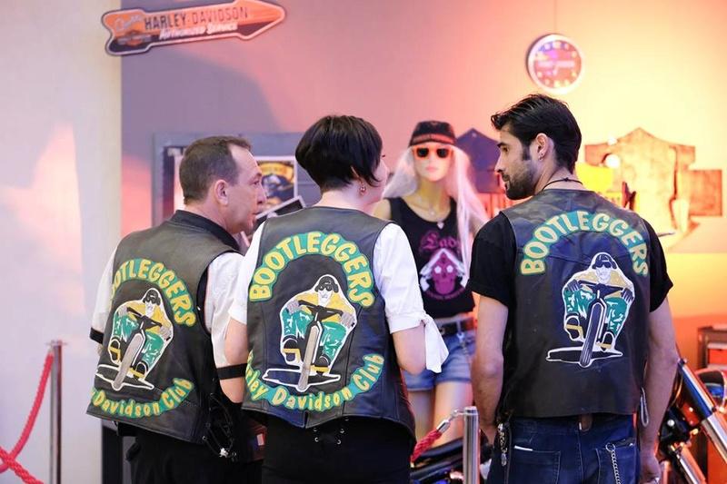 Couleurs des differents clubs de bikers - Page 21 17264110