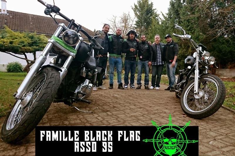 Couleurs des differents clubs de bikers - Page 22 24059110