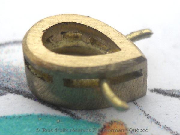 Un pendentif or 18 K avec un diamant poire de 33/100 ct D VVS1 Dscn3917