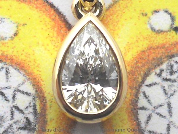 Un pendentif or 18 K avec un diamant poire de 33/100 ct D VVS1 Dscn4011