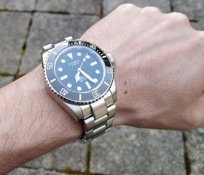 """budget - Le club des heureux propriétaires décomplexés de montres """"hommage"""" - Page 10 Img_2011"""