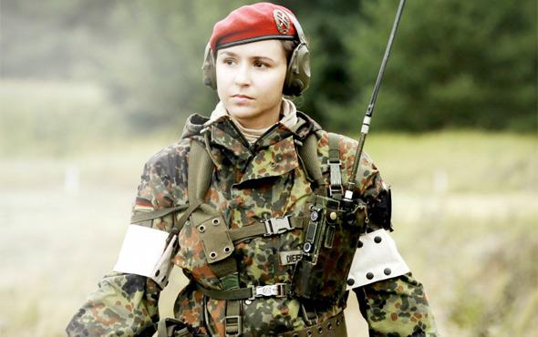 la miss du mois de janvier 2017............vive les paras allemands Almany10