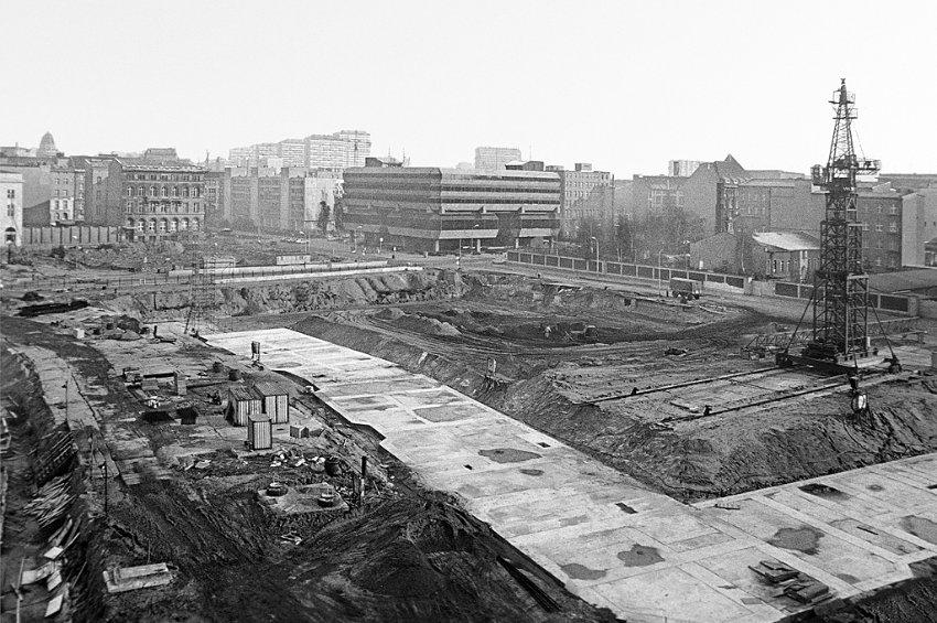Le bunker du Führer reconstitué à Berlin Bunk10