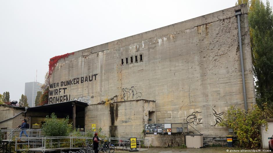 Le bunker du Führer reconstitué à Berlin Bunkgg10