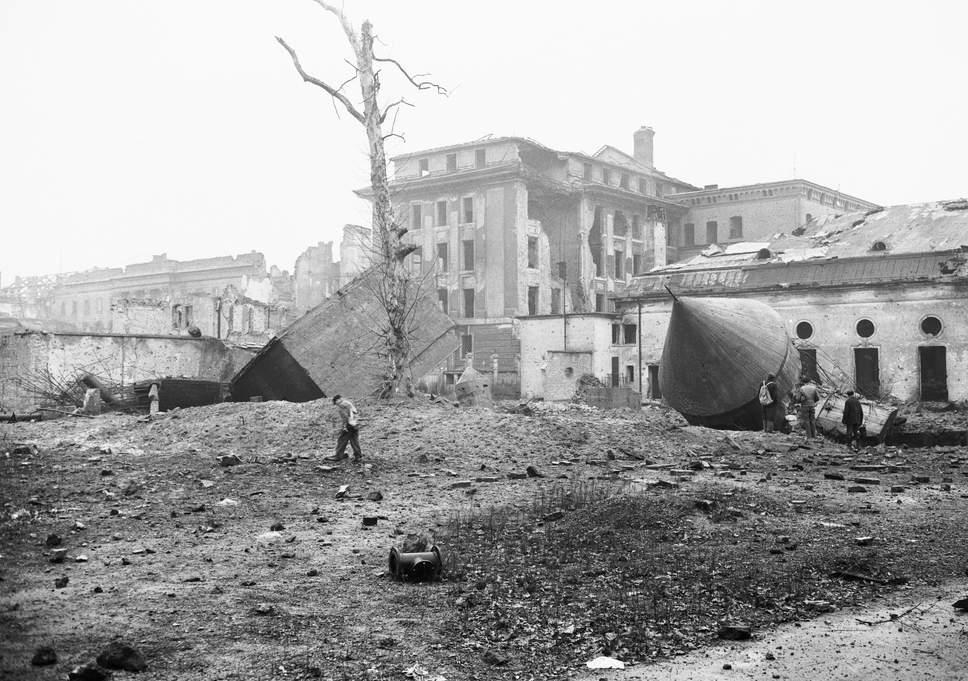 Le bunker du Führer reconstitué à Berlin Hitler13