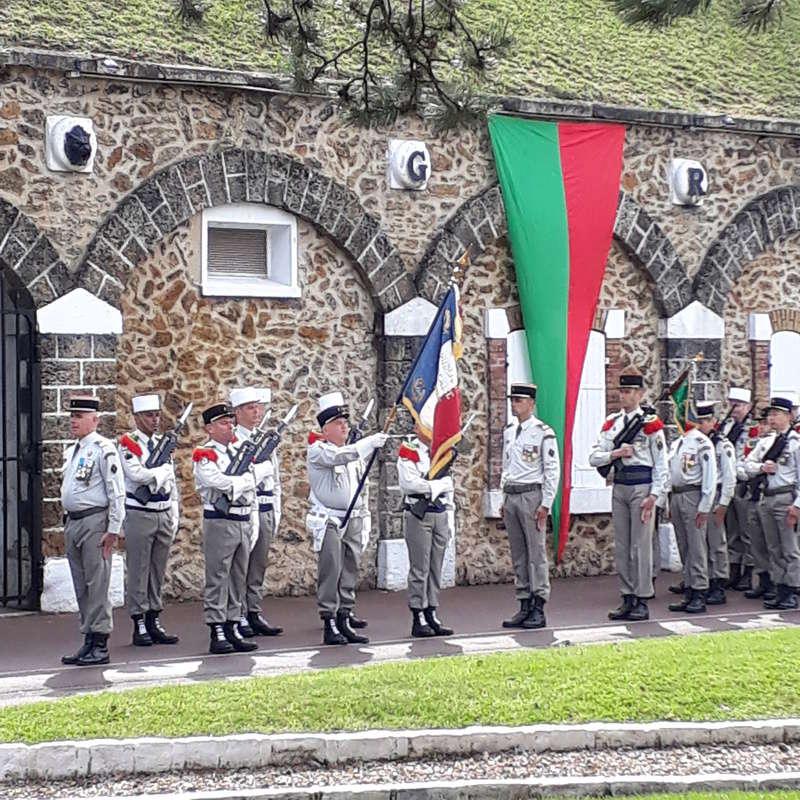 Drapeaux d'un régiment légendaire  20180521